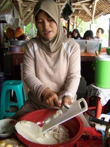 Memotong Roti Batil