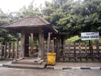 Makam Sunan Drajat
