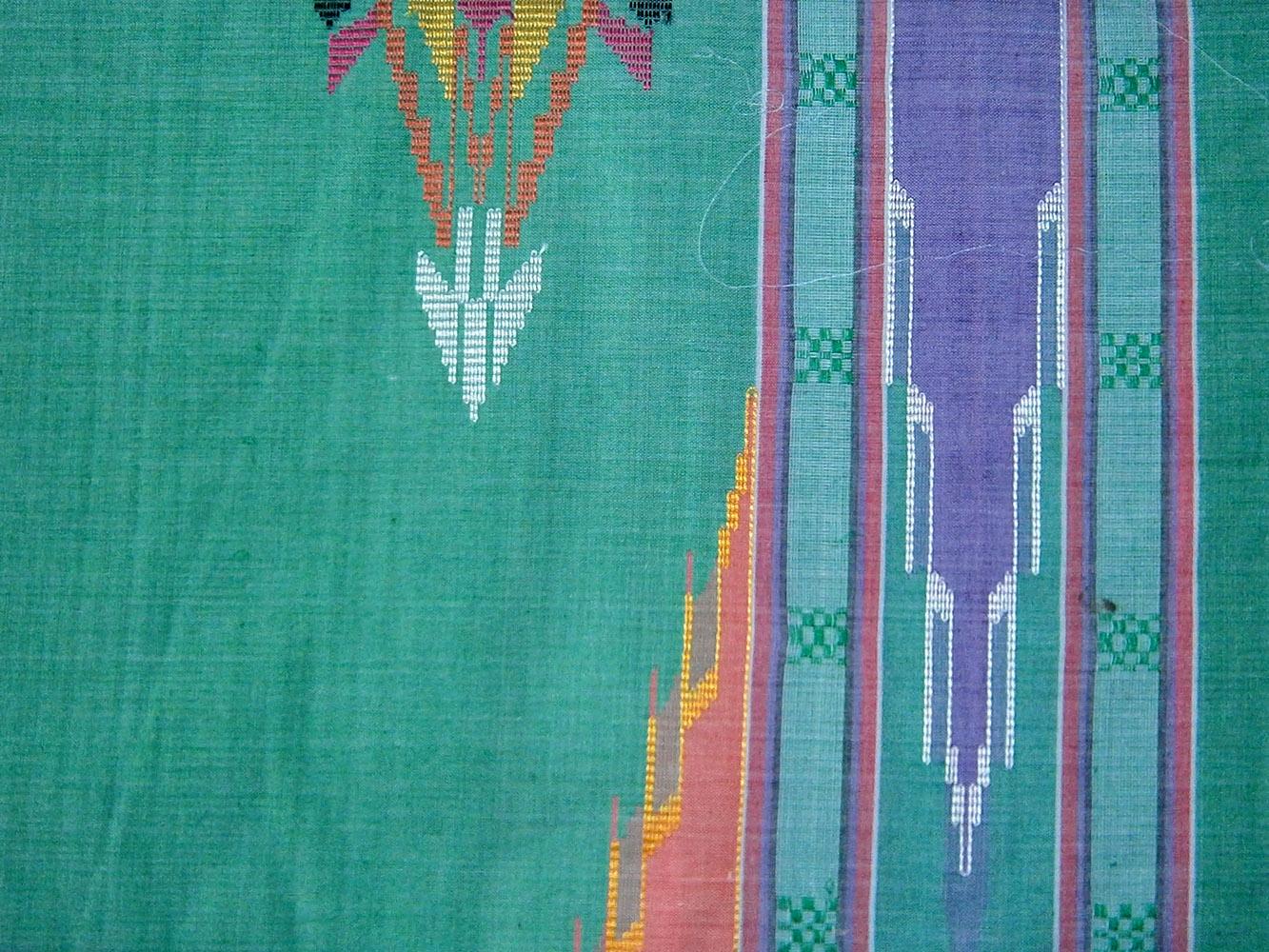 ... teknik songket, terkadang juga di lekatkan pada kain doby, yakni kain